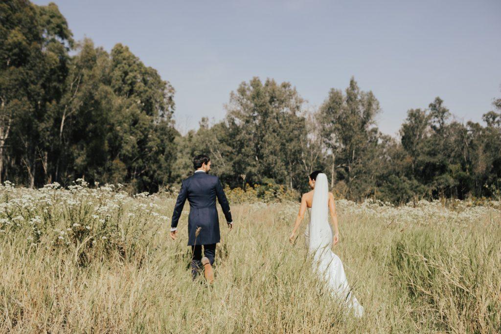 Wedding couple in pastureland